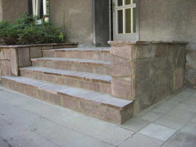 Eingang Stufen aus Polygonalplatten