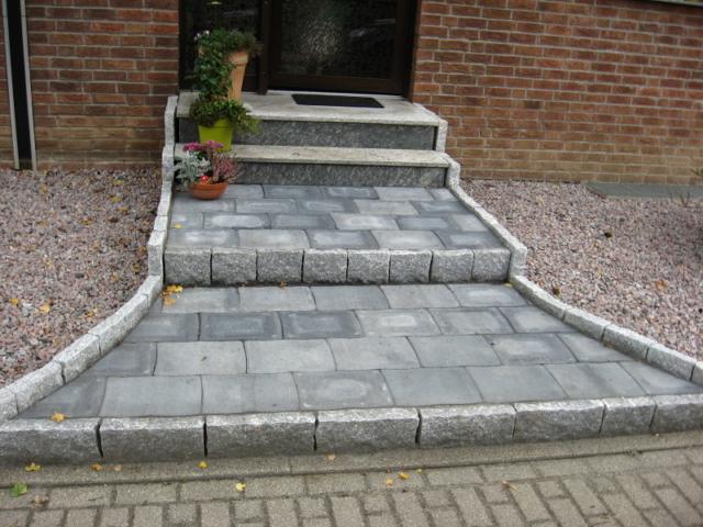 Stufenanlage Altstadtpflaster und Granit