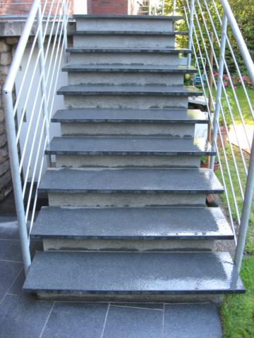 Stufenanlage Natursteinplatten
